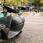 Quels sont les 3 critères à vérifier avant d'acheter un scooter électrique à Paris?